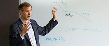 Dr. Chris Murray teaches a class. He directs the UW Medicine Institute for Health Metrics and Evaluation.